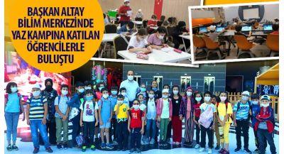 Başkan Altay Bilim Merkezinde Yaz Kampına Katılan Öğrencilerle Buluştu